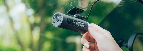 Видеорегистратор на стекле
