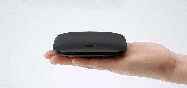 Xiaomi Mi Box 4 на ладони