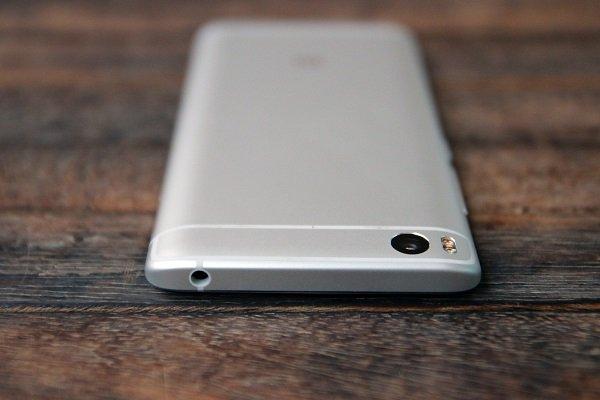 Верхний торец смартфона