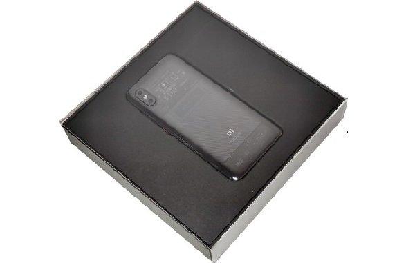 Смартфон в упаковке