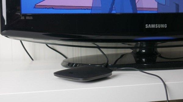 Приставка под телевизором